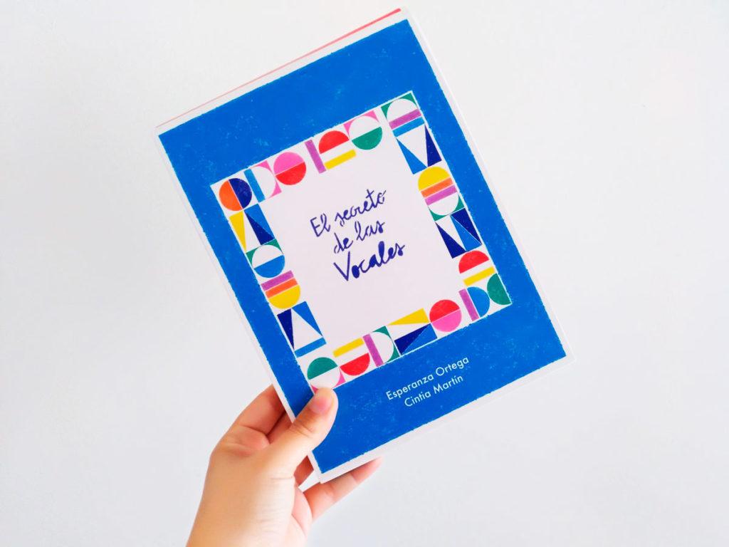 10 libros y juegos para disfrutar la lectoescritura. Las vocales, de ediciones Tralarí.